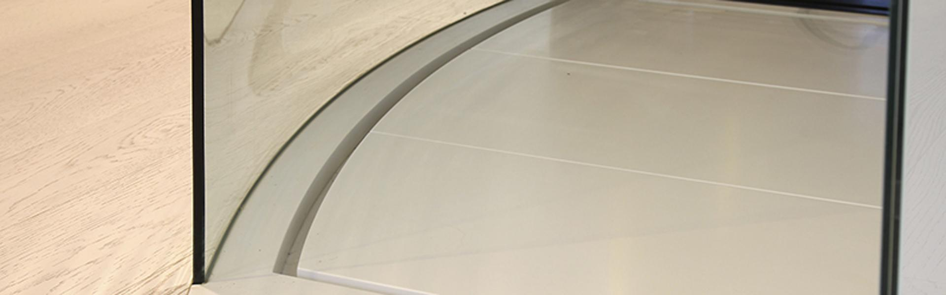Glass for curved shower cabinets